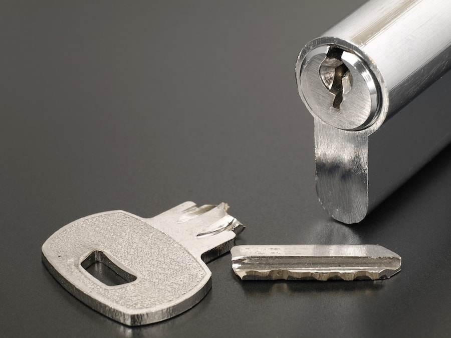 Pin tumbler of cylinder lock internal mechanism and broken key with copy space